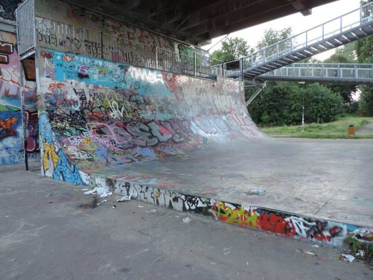skatepark-amsterdam-brutti-bridgeramp